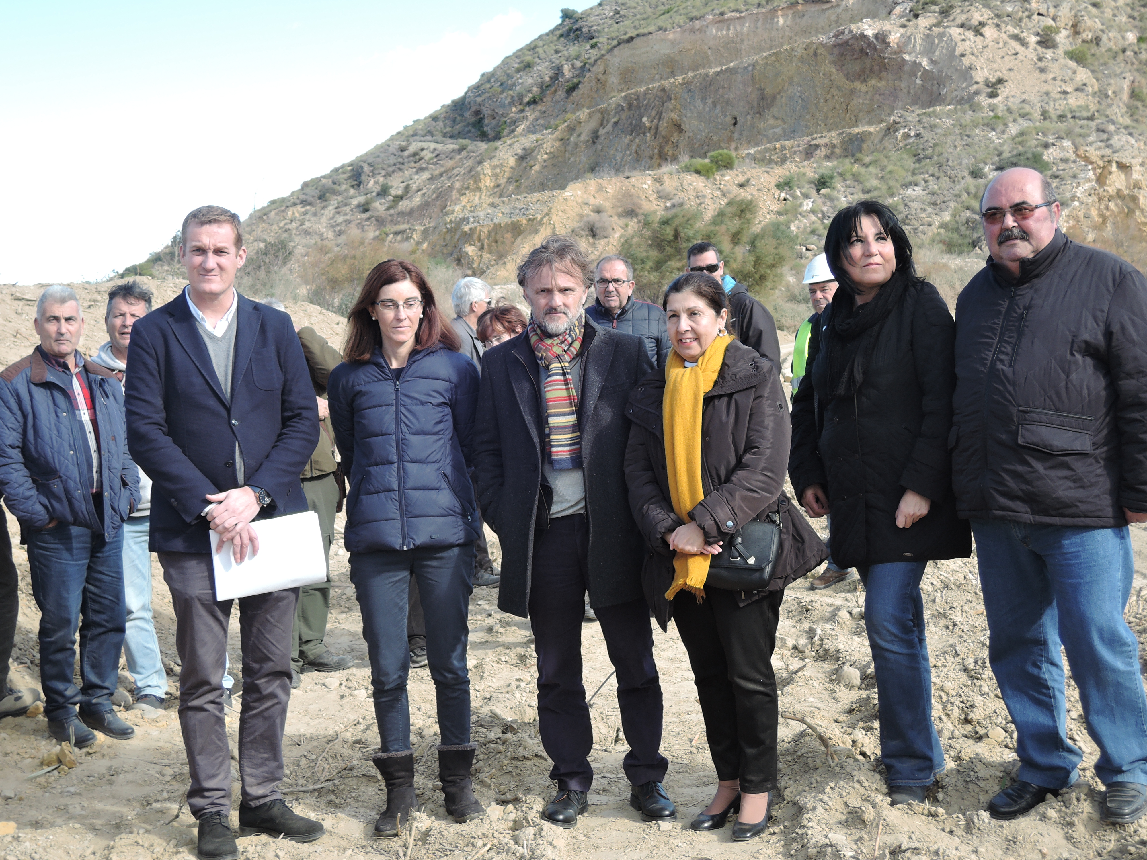Mojácar's Mayor, Rosmari Cano, accompanied by the Minister for the Environment and Regional Planning, José Fiscal, recently visited the works that are being carried out along a 1.5 km section of the Río Aguas, in the Laguna de Mojácar.